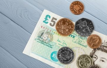 No big pay rises for Britons despite inflation, says Bank of England   Guardian